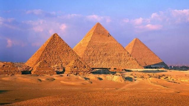 Misterul construirii piramidelor din Egipt. Metoda descoperită de fost postaș francez
