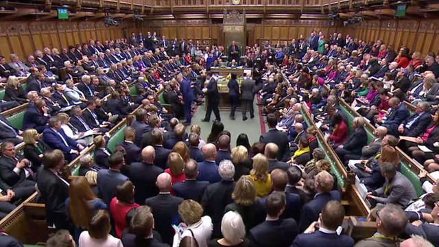 Camera Comunelor amână votul asupra acordului privind Brexitul