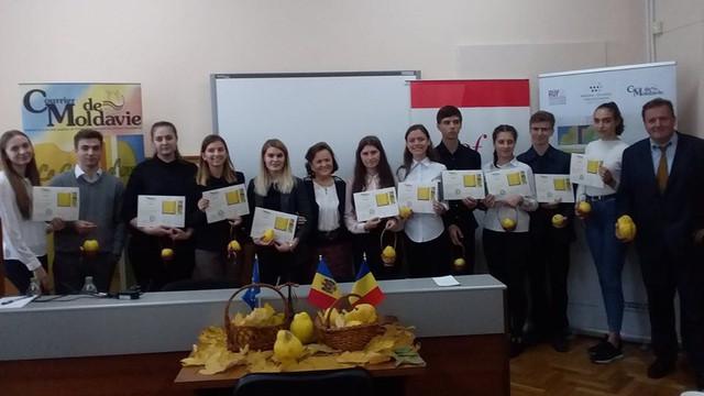 Concursul Gutuia de Aur 2019 – tinerii francofoni merg în Belgia și la București, la Radio România Internațional