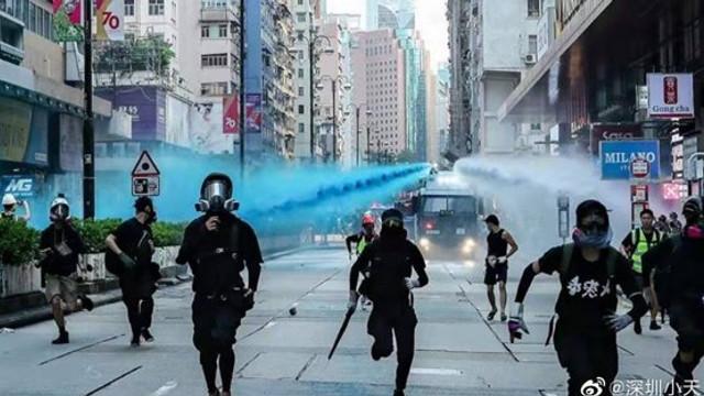 Situaţia din Hong Kong capătă accente dramatice. Tinerii au început să scrie
