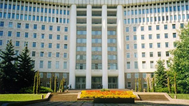 """Deputații PD, Vladimir Cebotari și Sergiu Sârbu, precum și fostul șef al IGP, Gheorghe Cavcaliuc, invitați la audieri în cadrul Comisiei privind """"tentativa de puci anticonstituțional"""""""