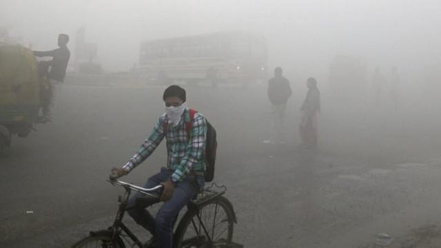 Nivel ridicat de poluare în New Delhi după artificiile din timpul festivalului Diwali
