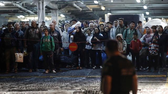 Grecia | Violențe între grupuri rivale de refugiaţi din insula Samos
