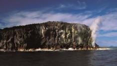 O erupţie vulcanică a scufundat o insulă şi a creat o alta de trei ori mai mare