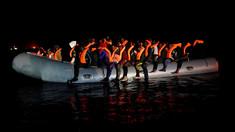 Open Arms a salvat 73 de migranţi aflaţi pe o barcă în derivă pe Marea Mediterană, dintre care 26 minori