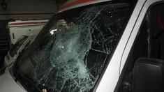GALERIE FOTO | Ambulanță vandalizată și șofer agresat de un necunoscut