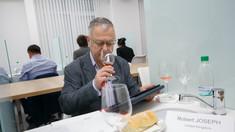 """Robert Joseph: """"Eu sunt ferm convins că R. Moldova poate deveni una din cele mai competitive națiuni vinicole, dar trebuie să învețe din experiența Noii Zeelande, Australiei și altor țări"""""""