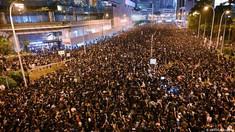 Protestatarii blocaţi de poliţie într-o universitate din Hong Kong au încercat să spargă blocada