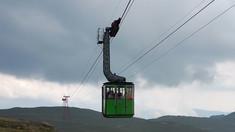 Turiştii nu pot ajunge la cabanele de la Bâlea Lac după ce telecabina a fost oprită din cauza vântului