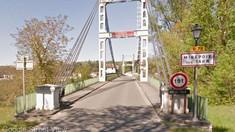 Vehicule căzute în râu după ce un pod s-a prăbuşit în sudul Franţei: cel puţin un mort