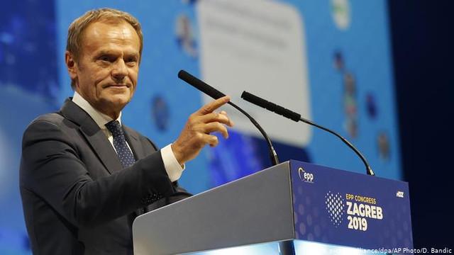 Donald Tusk a fost ales în funcţia de preşedinte al Partidului Popular European