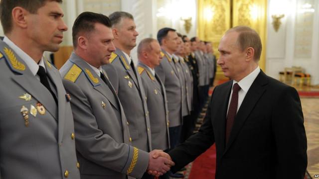 Schimbări la nivelul ministerelor de forţă din Rusia: Preşedintele Vladimir Putin a destituit 11 generali