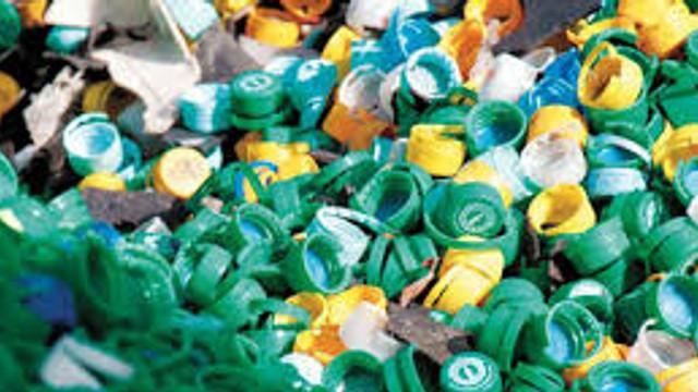 Marea Britanie va lua înapoi 42 de containere cu deşeuri din plastic, exportate în Malaezia