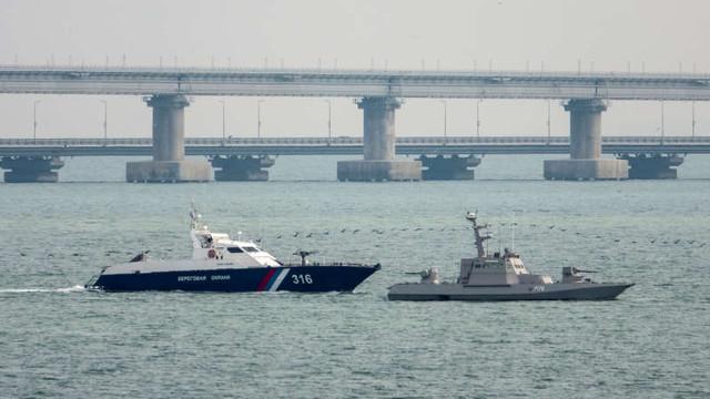Ucraina va cere despăgubiri Rusiei pentru capturarea celor trei nave militare în strâmtoarea Kerci