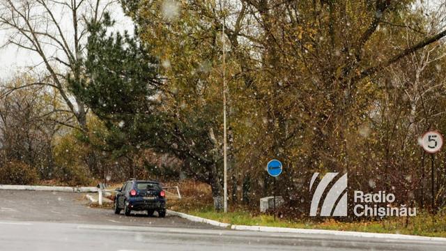VIDEO/GALERIE FOTO | Primii fulgi în R.Moldova. Ninge abundent în regiunea raionului Orhei