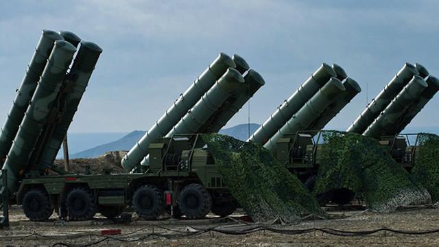 Turcia testează sistemele de rachete rusești S-400, în pofida amenințărilor americane (presă)