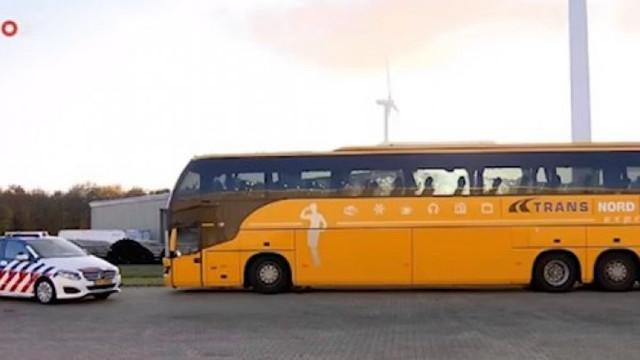 Ambasada vine cu informații despre autobuzul plin cu moldoveni, reținut în Olanda, în care șoferii sunt acuzați de trafic de persoane