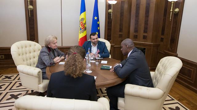 Zinaida Greceanîi a discutat cu Dereck J.Hogan despre cooperarea cu blocul ACUM