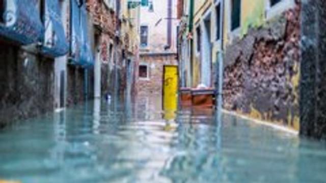 Veneția, amenințată, din nou, de o creștere a nivelului apei. Orașul este devastat, cu pagube de un miliard de euro