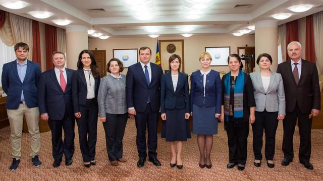 """Ultima poză cu miniștrii Guvernului Sandu """"Vă îmbrățișăm cu drag, oameni frumoși ai acestui colț de pământ"""""""