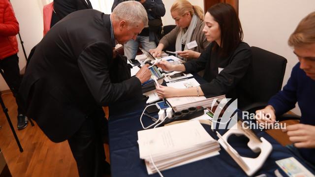 Aproximativ 10 mii de cetățeni români din R. Moldova și-au exprimat dreptul la vot în alegerile prezidențiale din România