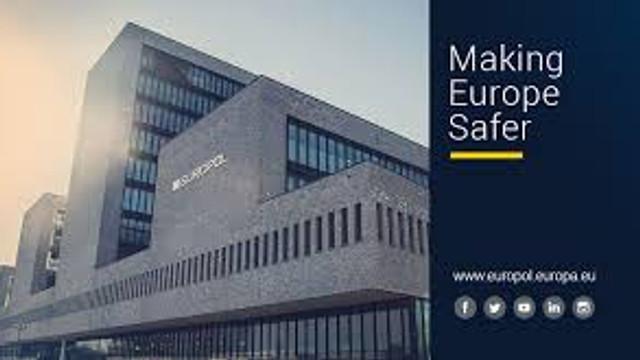 Europol a închis mai multe servere și conturi online folosite de ISIS
