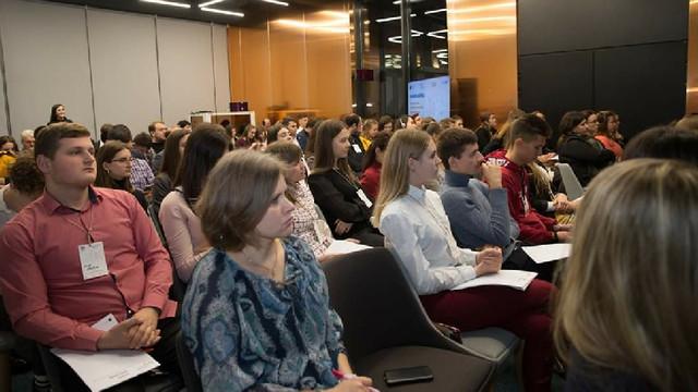 Tinerii vin cu recomandări de politici și servicii accesibile pentru fiecare