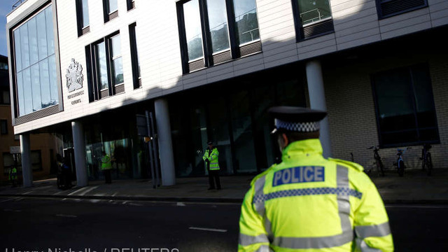 Atac cu macete într-un cinematograf din Marea Britanie - Cinci adolescenți arestați, șapte polițiști răniți