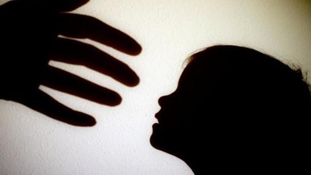 Expoziție cu 20 de fotografii, la Parlament, dedicată protecției copiilor împotriva abuzului sexual