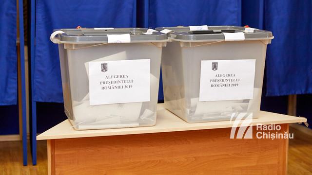 GALERIE FOTO | Aproximativ 28 de mii de cetățeni români din R. Moldova au votat până la ora 13.00 la alegerile prezidențiale din România
