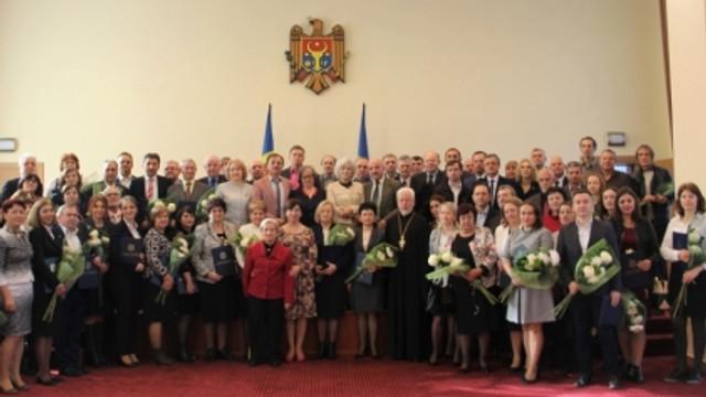 Lista cercetătorilor științifici care au primit Diploma Guvernului