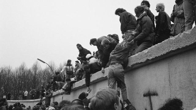Astăzi se împlinesc 30 de ani de la căderea Zidului Berlinului
