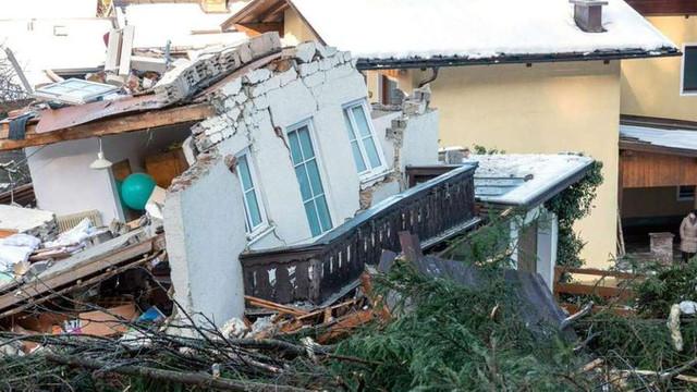Vremea rea face ravagii în Austria: O persoană a murit în urma unei alunecări de teren