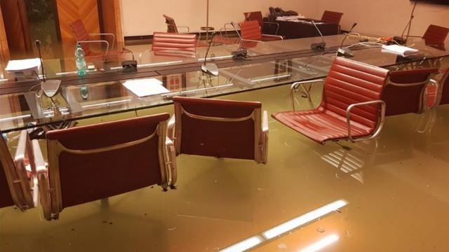 FOTO | Biroul Consiliului din Veneția a fost inundat la două minute după ce a respins măsurile pentru combaterea schimbărilor climatice