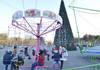 Copiii vor avea zilnic trei ore gratuite și dulciuri la miniparcul de distracții din preajma Pomului de Crăciun, din Chișinău