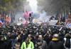 Franţa, paralizată de o nouă zi de proteste. 1,5 milioane de oameni au protestat joi in ţară