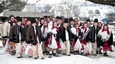AUDIO | Ilustrații și cărți poștale cu tradițiile țăranilor români în postul Crăciunului, într-o expoziție la Biblioteca Națională