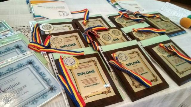 Zece tineri din Chișinău au primit Premiul municipal pentru tineret
