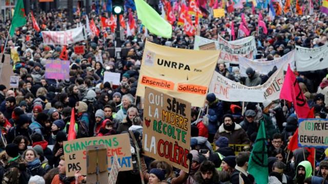Grevele continuă în Franța, împotriva modificării sistemului de pensii