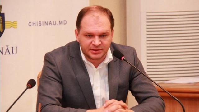 Pretorii de sectoare din Chișinău au primit termen limită pentru salubrizarea în curțile blocurilor și au fost amenințați cu demiterea