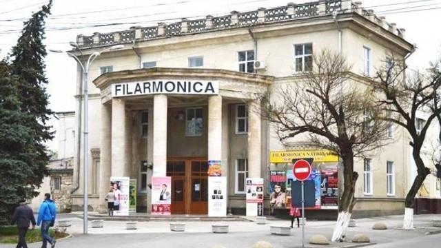 Expoziție de artă și un master class folosind culori realizate din vin, la Filarmonica Națională