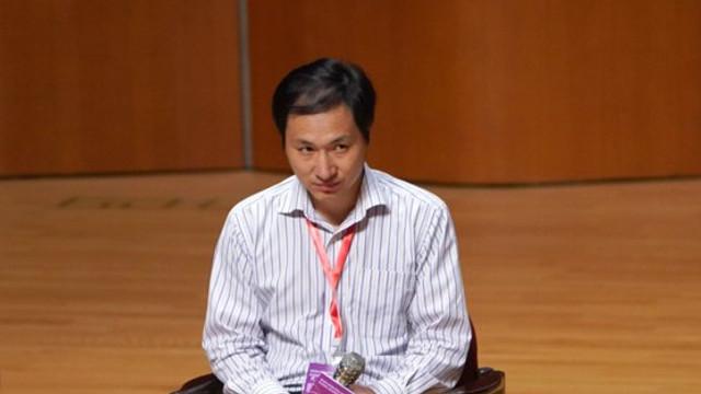 """Pedeapsa primită de savantul chinez care a creat primii bebeluşi """"editaţi genetic"""" din lume"""