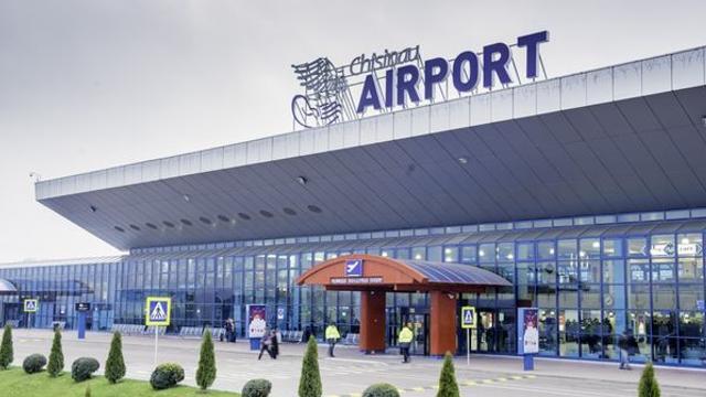 Un avion Air Moldova, surprins făcând cercuri în spațiul aerian din apropierea Chișinăului. Explicația companiei