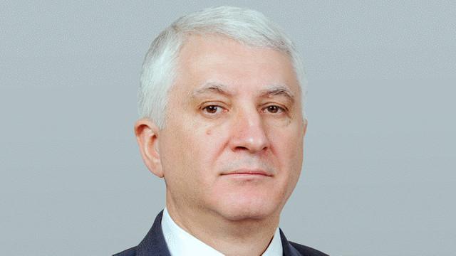 Tribuna relevă cu ce avere a plecat Constantin Botnari din Parlament. Vezi cât a adunat din salariul de deputat (Revista presei )
