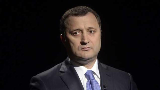 Expertul Ion Guzun consideră că, aparent, procedura a fost respectată în cazul eliberării lui Filat. Olesea Stamate: Conducerea penitenciarului ar fi putut informa ministerul