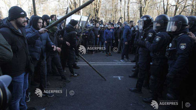 Altercații între poliție și manifestanți la Kiev. Oamenii au iești în stradă pentru a protesta față de un proiect controversat