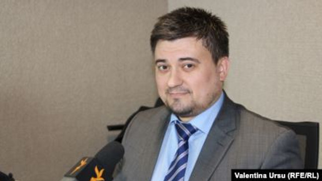 """Expert în probleme de securitate/ Europa Liberă: """"Guvernarea socialistă a închis uşa UE pentru R. Moldova, dar nu merge pe un demers anti-european deschis de frica revoltelor sociale"""" (Revista presei)"""