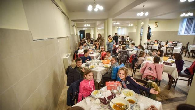 Specialiştii denunţă carenţe în alimentația copiilor în instituţiile de învățământ