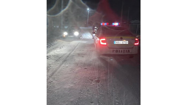 Drumarii au intervenit cu material antiderapant pe traseele din țară