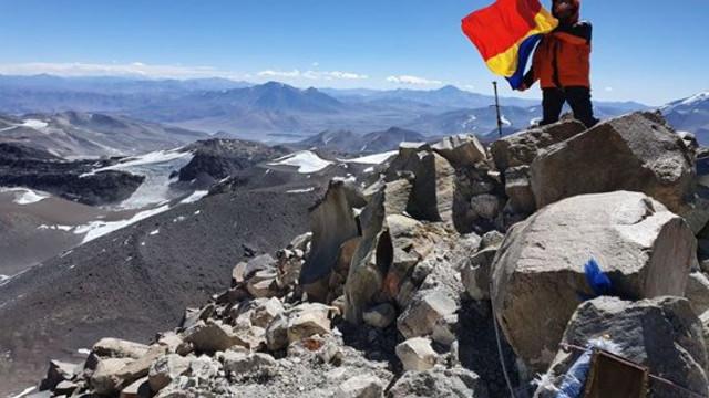 Expediţie inedită | Cinci alpinişti români au atins vârful celui mai înalt vulcan din lume